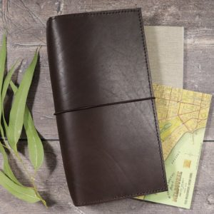 Slim Classic – Elastic Closure in Dark Mocha Leather Cover
