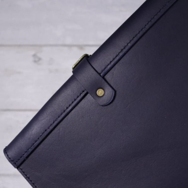 leather travel cover Navy blue detail