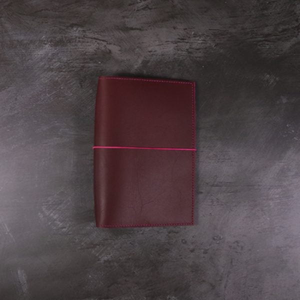 Pocket red and fuchsia leather notebook closed elastic