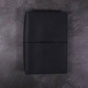 B6 Classic – Elastic Closure in Black Leather Cover